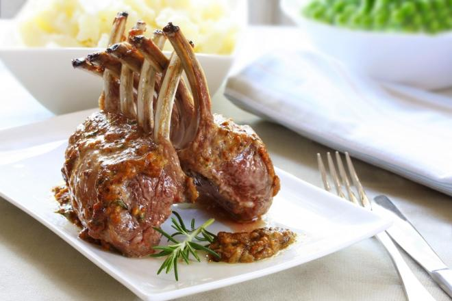 Lamb racks with pressed potatoes