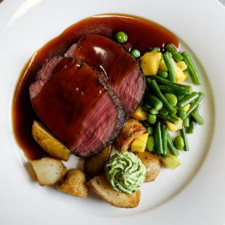 Life's Kitchen - Beef Main Course with Seaonal Vegetables